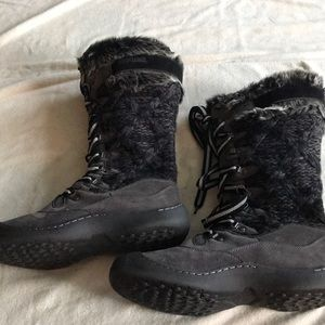 MUKLUKS SWEATER/SUEDE BOOTS SIZE 9